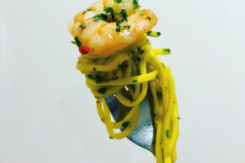 garlic prawn spaghetti featured image